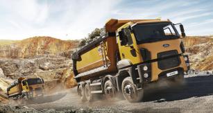 Těžký sklápěč Ford Trucks 4142 D 8x4 se uplatní vtěžké práci vlomech