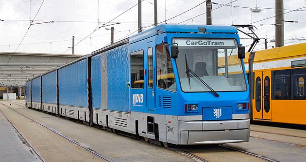 Nákladní tramvaj CarGoTram ve vozovně