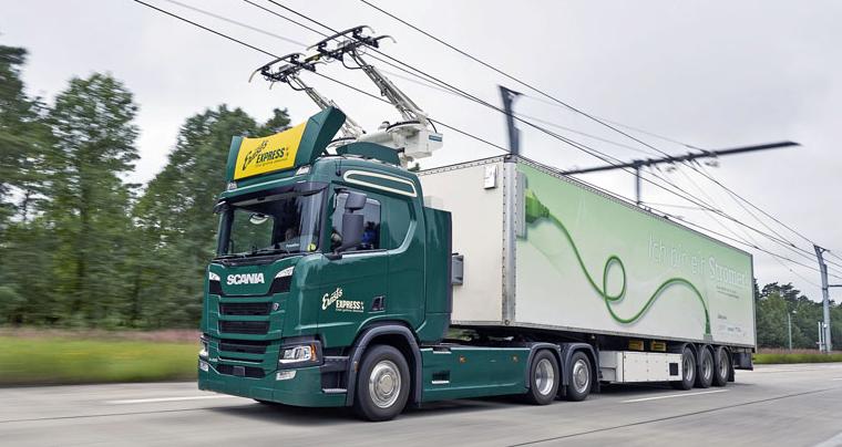 Automobil Scania na elektrifikované dálnici vNěmecku