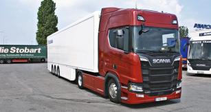 Nová Scania R 520 střínápravovým návěsem