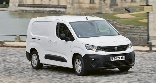 S novým Peugeotem Partner van u zámku Chantilly