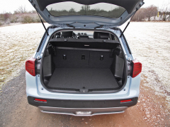 Suzuki – Základní objem zavazadlového prostoru je 0,4 m3, po sklopení druhé řady sedadel získáte objem až 1,1 m3