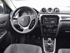 Suzuki – Palubní deska má dobré dílenské zpracování, ale působí poněkud lacině