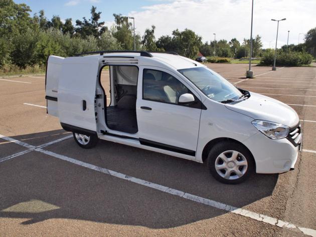 Dacia – Posuvné dveře na pravé straně umožňují dobrý přístup kpřepravovanému zboží