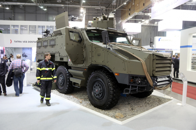 Vojenská varianta obrněného vozidla Nexter TITUS na podvozku Tatra Force 6x6 se dvěma stejnými rozvory, (foto: Milan Olšanský).