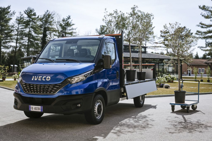 07-iveco-newdaily-cab-tipper 128565