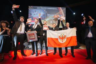 """Rakouský tým Thaur se stal vítězem soutěže a získal titul """"Nejlepší poprodejní tým Renault Trucks."""""""