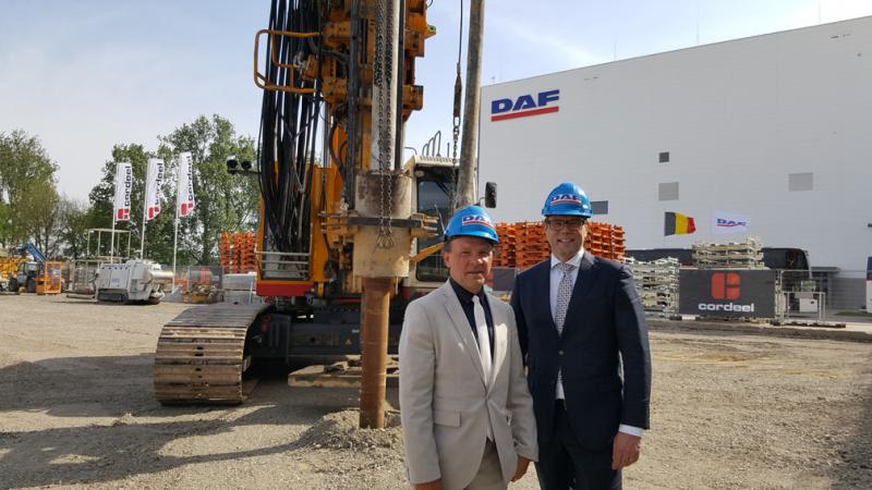 V průběhu návštěvy Philippea Muyterse, vlámského ministra práce, hospodářství a inovací, společnost DAF oznámila, že se chystá investovat 200 milionů eur do svého závodu na výrobu kabin v belgickém městě Westerlo, aby mohla v budoucnu zvyšovat objem výroby.