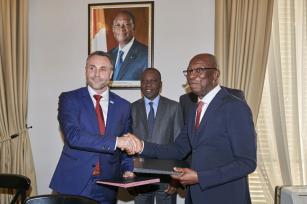 K podpisu smlouvy o nové dodávce autobusů na Pobřeží slonoviny došlo v Pařži.
