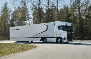 I po padesáti letech Scania stále nabízí vozy vybevené vznětovými motory V8!