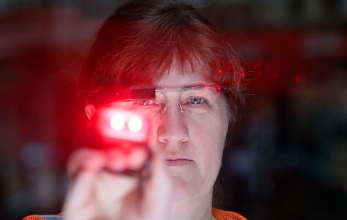 Pro asistované vychystávání zvolili brýle Glass Enterprise Edition, které se v třífázovém testování osvědčily nízkou hmotností, optimální ergonomií a uživatelskou přívětivostí