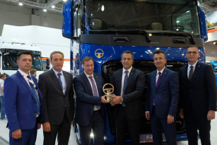 """Vítězem ankety """"Best Commecial Vehicle of the Year 2019"""" v Rusku se stal Ford Trucks F-MAX."""