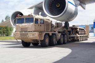 MZKT-741351 je určený pro těžkou silniční/terénní soupravu s návěsem MZKT-999421 a přívěsem MZKT-837211.