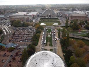 Areál výstaviště v Bruselu při pohledu z Atomia