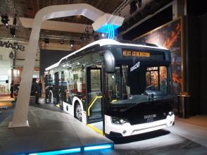 Elektrobus Scania Citywide s nabíjením pomocí sběrače na střeše autobusu