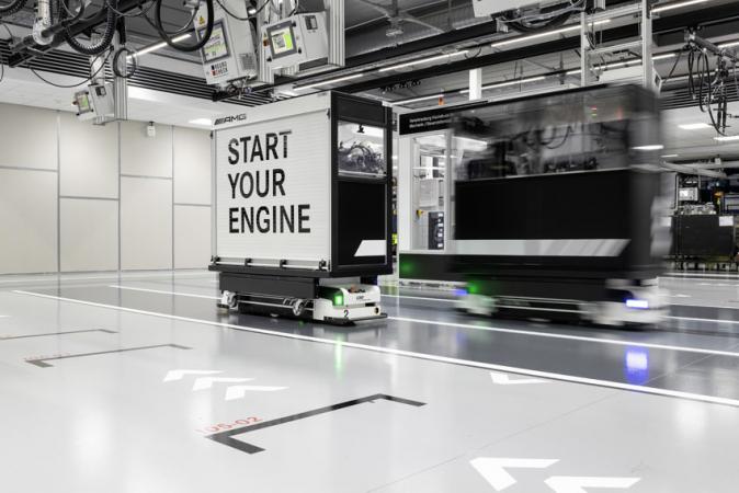 """Manufaktura pro výrobu motorů AMG v Affalterbachu, kde je i sídlo společnosti, získala ocenění """"Výrobní závod roku"""" 2019 (""""Factory of the Year"""" 2019)."""
