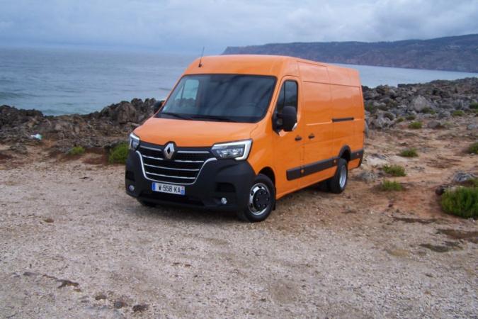 1)Nový Master furgon s dvoumontáží kol na zadní poháněné nápravě