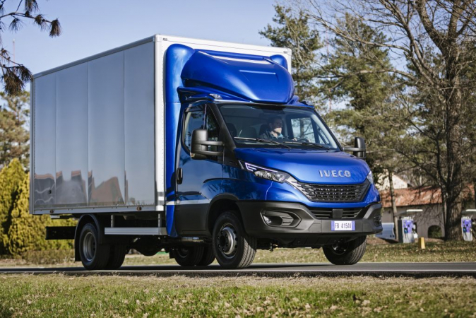 09-iveco-newdaily-cabbox 129566