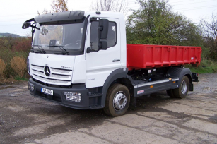Lehký nosič kontejnerů na podvozku stavební řady Mercedes-Benz Atego 1223 K