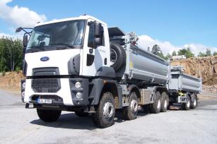 Souprava Ford Trucks 4142D s tandemovým dvounápravovým přívěsem