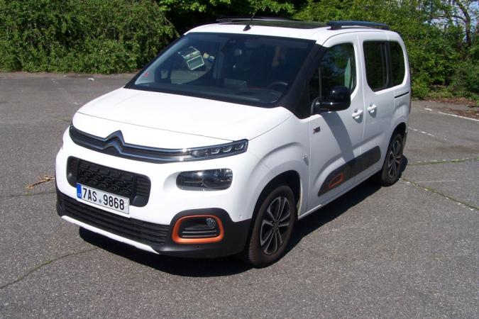 Citroën Berlingo 1.2 8EAT Shine. Tvarově jde sice o karoserii malé dodávky, ale elegancí i zpracováním detailů míří k osobním vozidlům