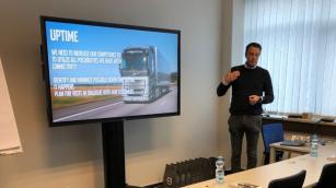 Generální ředitel Volvo Trucks Gustav Mårgård při prezentaci nové koncepce školení.