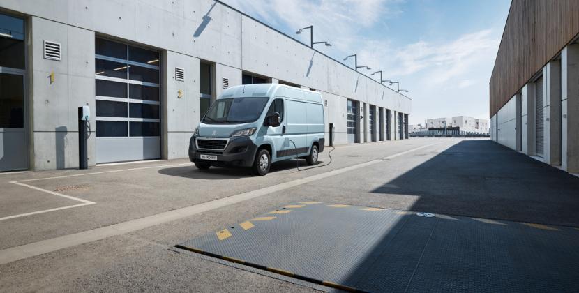 Nový Peugeot e-Boxer nabídne pestrou paletu verzí karoserie přizpůsobených každému použití a každé profesi.