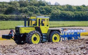 Mezi poznávací znamení traktorů MB-Trac patřila mimo jiné i kombinace dvou odstínů zelené barvy.