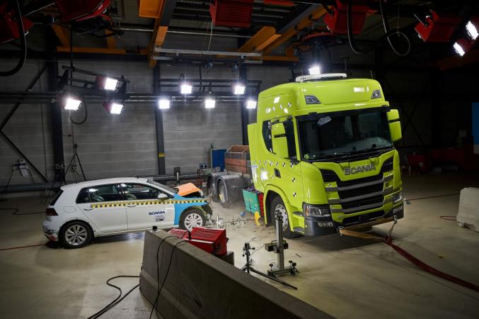 Nárazové testy elektrického nákladního vozidla Scania