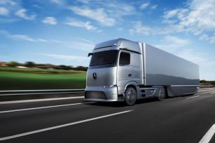 Mercedes-Benz eActros LongHaul se svým designem přibližuje konceptu GenH2 Truck.