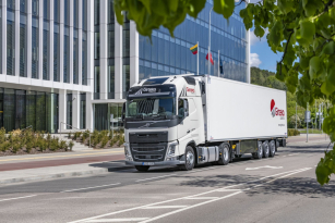 Volvo Trucks dodá 2000 nákladních vozidel společnosti Girteka Logistics.