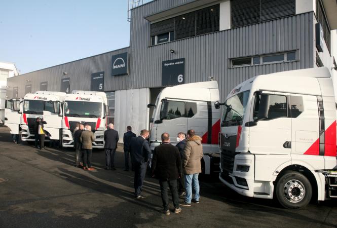 Slavnostní předání prvních pěti silničních tahačů MAN TGX 18.470 pro společnost Šmídl s.r.o.