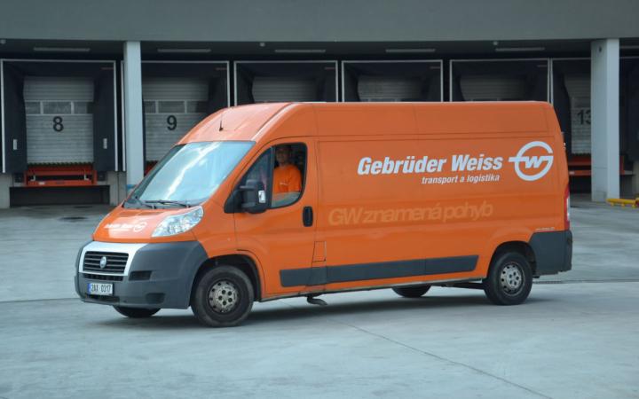 Gebrüder Weiss přepravil zásilky do nově vzniklých regionálních Šatníků, které v Čechách a na Moravě vznikají.