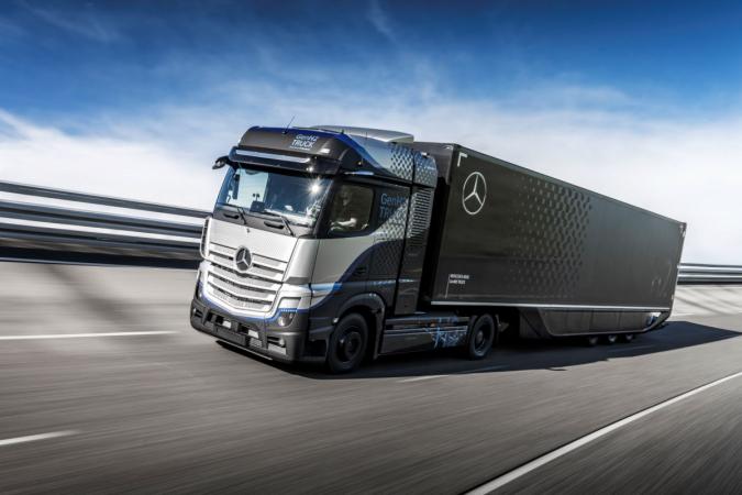 Vodíkový Mercedes-Benz GenH2 zamířil do testovacího provozu