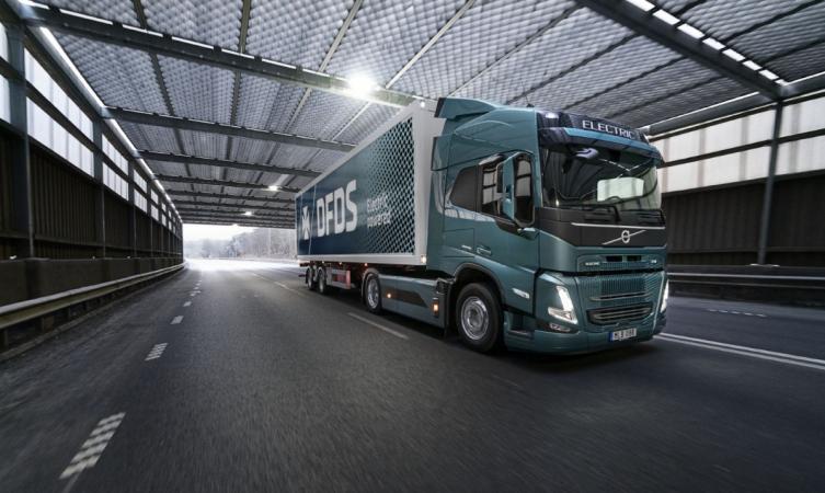 Volvo Trucks a DFDS spolupracují na elektrifikaci dodavatelského řetězce