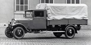 Základ nabídky představoval při premiéře v roce 1930 Opel Blitz s užitečných zatížením do 1,5 tuny.