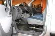Sedadlo řidiče se dá nastavit v širokém rozsahu, přitom ještě i volant lze přizpůsobit ve dvou rovinách. Ale pedálová skupina má akcelerátor dost hluboko posunutý oproti brzdovému pedálu