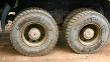 Zadné dve hnané nápravy srovnakými pneumatikami ako na predných kolesách – HDC1